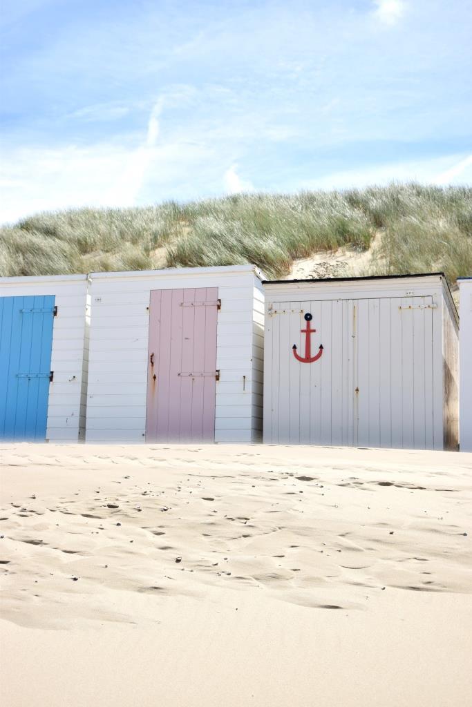 Zeeland Strandhütten in Pastellfarben