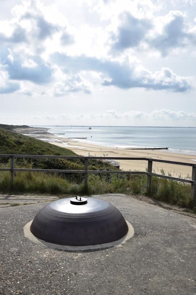 Aussicht auf die Dünen und den Strand von Zoutelande vom Dach eines Bunkers aus