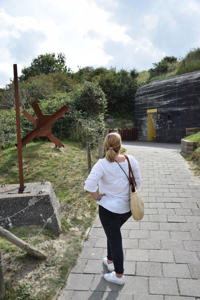 Vor dem Bunkermuseum in den Dünen von Zoutelande , Zeeland