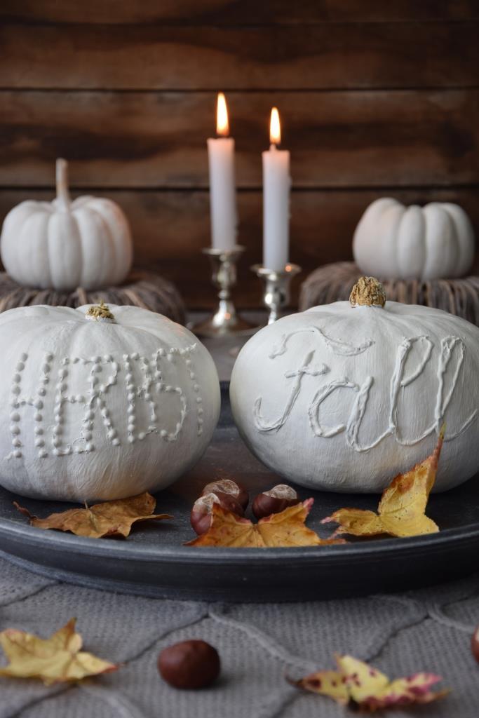 Deko Idee für den Herbst - weiße Kürbisse