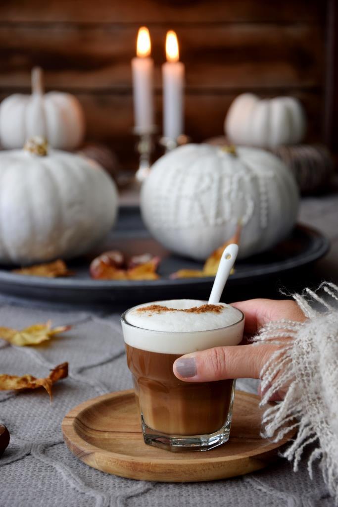 Und passend zur weißen Kürbis Herbstdeko - natürlich ein leckerer Pumpkin Spice Latte