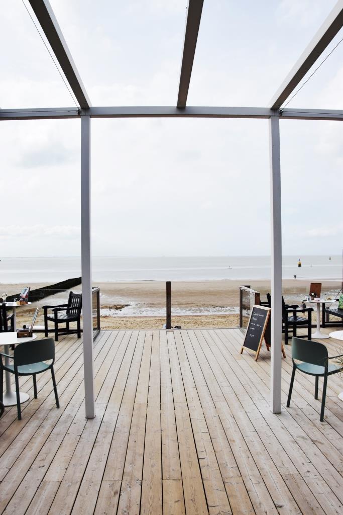 Blick aufs Meer von der Terrasse des Strandrestaurants Vloed zwischen Vlissingen und Dishoek