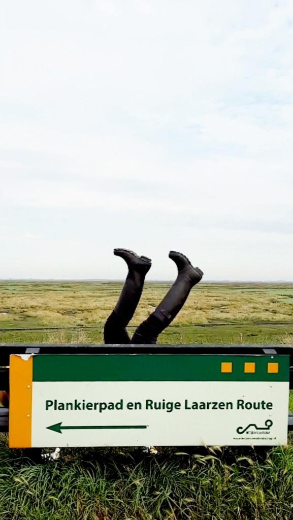 Und hoch die Gummistiefel! Hier geht's zum Plankenpfad und zum Stiefelpfad im Versunkenen Land van Saeftinghe in Zeeland